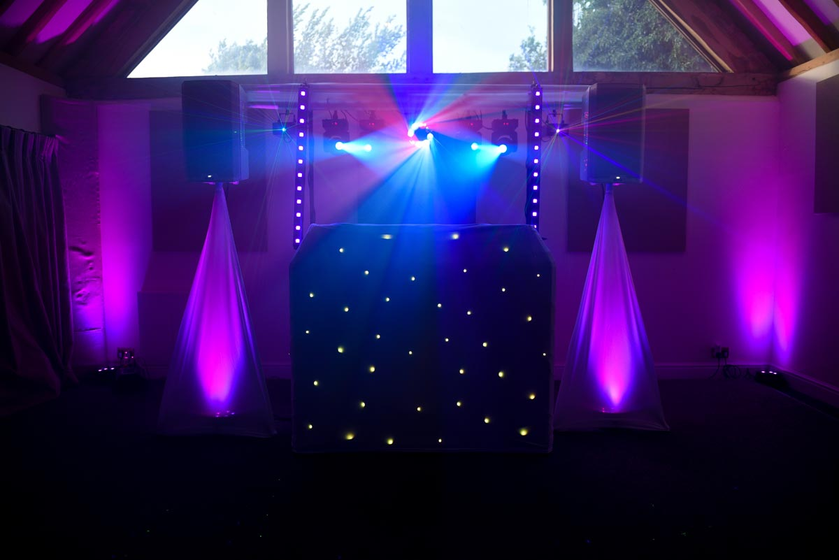 musique entertainments 39 mobile dj gallery with images and videos of our dj set up. Black Bedroom Furniture Sets. Home Design Ideas